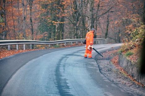 Beni, băiat bun: Patronul Selinei dezvăluie cum a asfaltat drumul de Padiş lucrând pe datorie (FOTO)