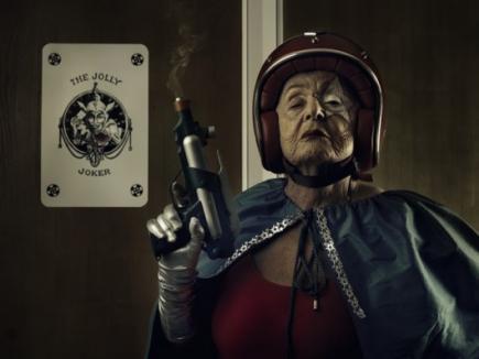 Bunicuţa de 91 de ani, vedetă pe internet ca Super Mamika