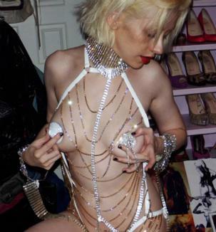 Înainte să facă 30 de ani, Aguilera apare goală pe internet