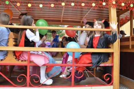Aniversare Disney: Sute de copii şi-au sărbătorit ziua pe Corso, alături de Mikey Mouse, Donald sau Albă ca Zăpada (FOTO)