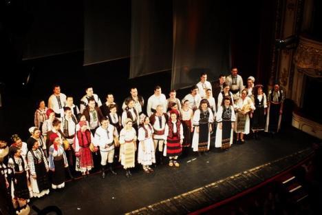 Ioan Bocşa şi Ansamblul Icoane le-au adus orădenilor colinde şi cântece rituale vechi de peste un secol (FOTO/VIDEO)