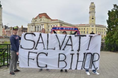 Suporterii FC Bihor ies în stradă, cerând salvarea clubului (FOTO)