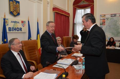 Prima şedinţă a Consiliului Judeţean din acest an, vot pe bandă rulantă (FOTO)