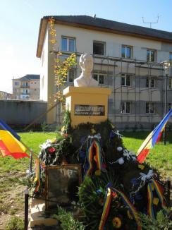 Anti-erou pe soclu: Autorităţile din Marghita i-au ridicat statuie unui bolşevic stalinist şovin (FOTO)