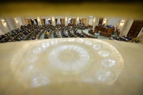 Curtea Constituţională respinge pensiile speciale pentru aleşii locali
