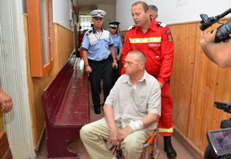 Cu targa la arestare: Doctorul Romanul a recunoscut şpaga primită de la cele două studente! (FOTO)