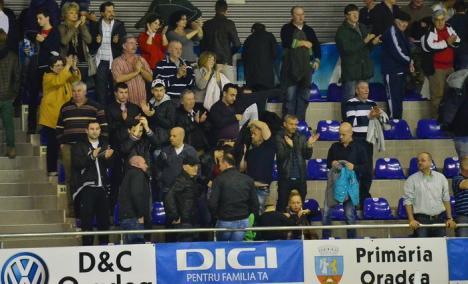 """Orădenii au cedat şi returul cu CN Barceloneta: 8-12 în Bazinul Olimpic """"Ioan Alexandrescu"""" (FOTO)"""