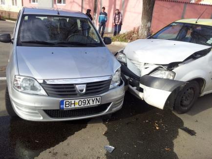 Orădean rănit după ce două Loganuri, între care un taxi, s-au ciocnit (FOTO)