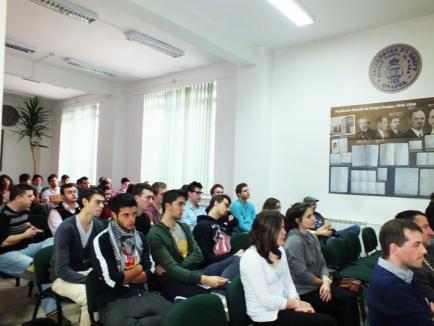 Studenţii străini caută soluţii la transportul public orădean (FOTO)