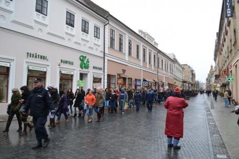 La iniţiativa Floricăi Cherecheş, sute de elevi au mărşăluit împotriva violenţei în şcoli (FOTO)