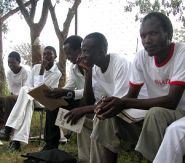 Bărbaţii din Zimbabwe sfătuiţi să nu facă autostopul, ca să nu fie violaţi