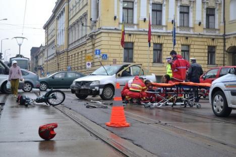Un taximetrist a izbit un mopedist în centrul oraşului (FOTO)