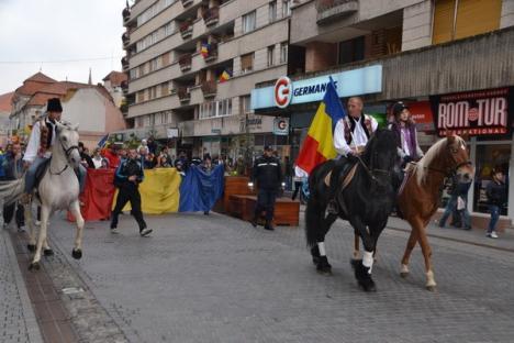 Marşul tricolorului cu jeep-uri şi călăreţi, de Ziua Naţională (FOTO)