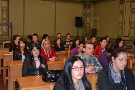"""Preşedintele Colegiului Medicilor Dentişti, la Facultatea de Medicină din Oradea: """"Începeţi să fiţi o şcoală"""" (FOTO)"""