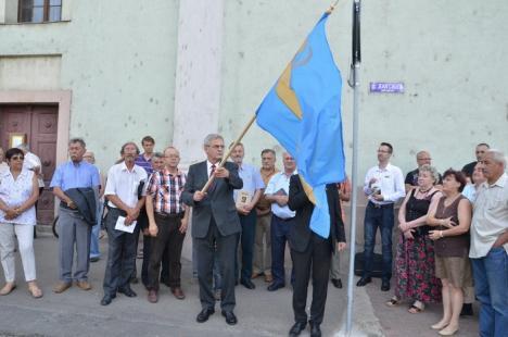 Laszlo Tokes a arborat steagul secuiesc în centrul Oradiei şi l-a comemorat pe criminalul de război Wass Albert (FOTO/VIDEO)