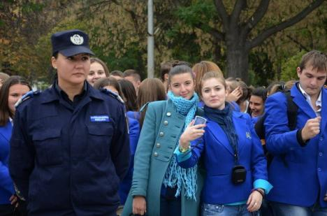 Sute de orădeni au onorat, de ziua ei, Armata Română (FOTO)