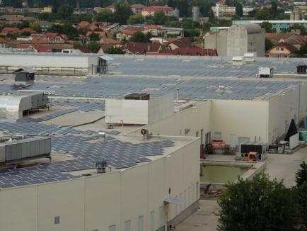 Miza pe soare: Lotus Center şi-a făcut parc fotovoltaic pe acoperiş, iar RCS&RDS a cumpărat un proiect solar (FOTO)