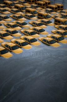 """Americanii încearcă să-şi revină după uraganul Sandy: """"Este o catastrofă de proporţii aproape biblice"""" (FOTO)"""