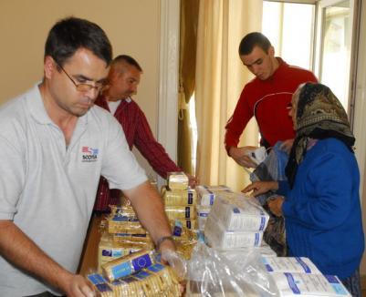 ASCO împarte ajutoarele alimentare pentru orădenii cu situaţie financiară precară