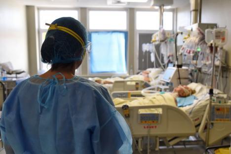 Încă doi bihoreni, ambii nevaccinați, au murit după infectarea cu Covid.Alte 6 cazuri noi au fost descoperite, inclusiv un posibil focar la un hotel din Băile Felix