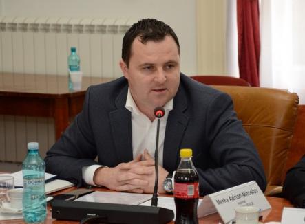 Jos pălăria: un deputat al minorităţilor legiferează Ziua Şcolii Ardelene pentru a cinsti primele şcoli în limba română