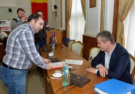 1.089 semnături. Consilierul local Adrian Stângă cere demisia managerului Termoficare, Stănel Necula