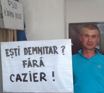 """Oradea Civică: Angajaţii CJ prezenţi la ultima şedinţă """"fac politică în mod făţiş"""" şi """"sprijină politicienii penali"""""""