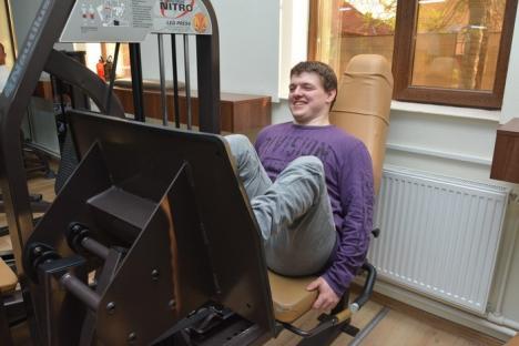 Ridică-te, Alex! Invalid din naştere, un tânăr orădean este un exemplu remarcabil de ambiţie şi motivaţie (FOTO)