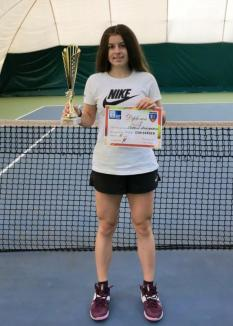 Cum răsar campioni: Sportiva bihoreană Anamaria Coroiu s-a impus la turneul de tenis dotat cu Trofeul CSM Oradea