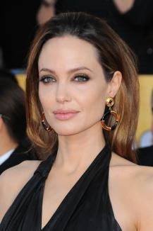 Angelina Jolie renunţă la actorie