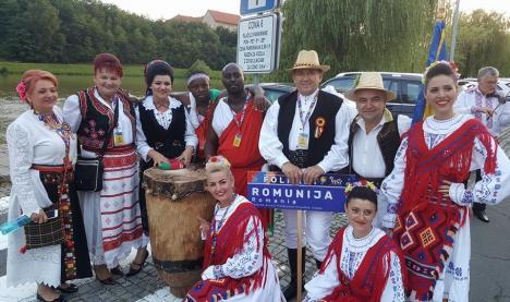 Ansamblul Crișana a reprezentat România la cel mai mare festival internațional de folclor din Slovenia (FOTO)