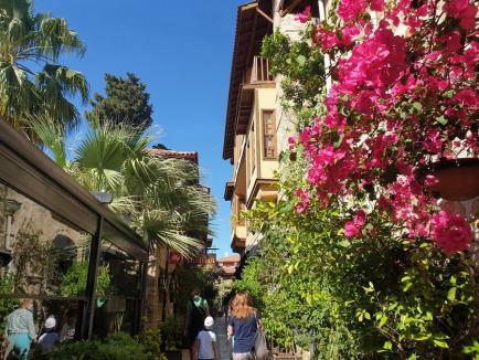 Hello, Antalya! Ce obiective turistice poţi vedea în cea mai cunoscută regiune din Turcia. Zboruri direct din Oradea (FOTO)