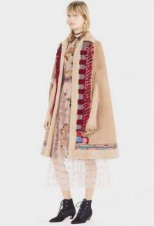Nu-i Dior, e Bihor! Celebra companie de lux a furat modelul unui cojoc din Beiuş (FOTO)
