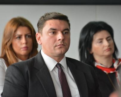 """Blejan contra Bolojan: Un lider ALDE Bihor critică """"salata urbană"""" a Primăriei, care """"lipeşte"""" forţat proiecte gândite disparat"""