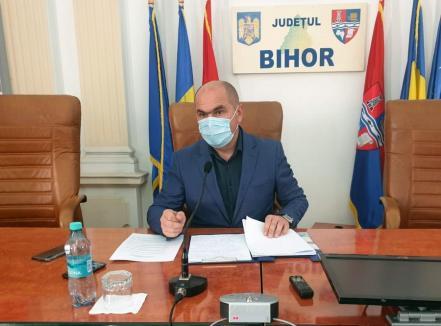 Ilie Bolojan dă afară jumătate din angajaţii Consiliului Judeţean Bihor. Unii nici nu aveau loc prin birouri (VIDEO)