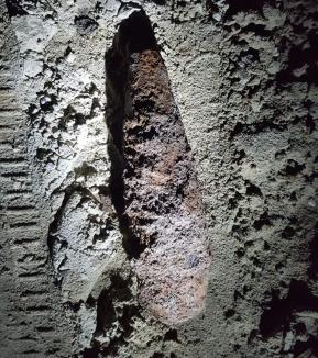Descoperire periculoasă: Bombă aruncător, în curtea unui localnic din Hidişelu de Sus