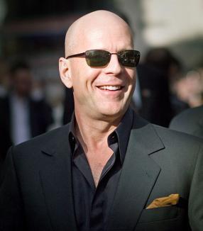 Bruce Willis şi-a tras parfum