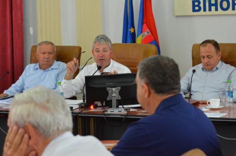 Criză de autoritate şi haos la Judeţ: Pásztor a retras trei proiecte de hotărâri privind instituţiile de cultură pentru că toţi directorii au tras chiulul