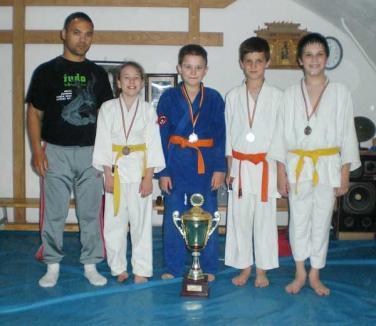 Patru clasări pe podium şi calificarea în finala campionatului naţional pentru tinerii judoka de la CS Gym