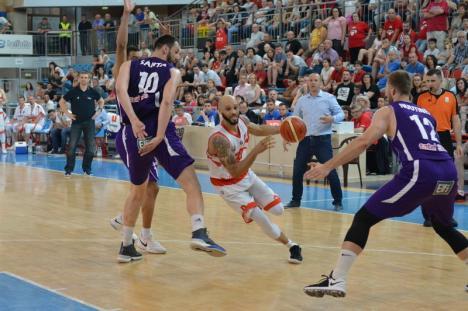 Prestaţie slabă: Baschetbaliştii de la CSM CSU Oradea au pierdut jocul cu BCM U FC Argeş Piteşti (FOTO)
