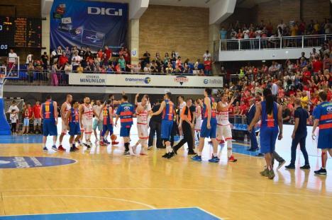 Victorie! Baschetbaliştii de la CSM CSU Oradea au câştigat primul meci al finalei cu Steaua (FOTO)