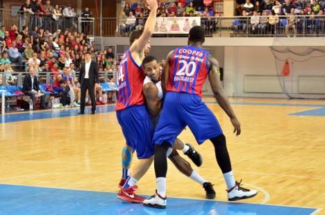 Cu spectatorii în picioare, CSM CSU Oradea a pierdut la mustaţă derby-ul cu Steaua Eximbank (FOTO)