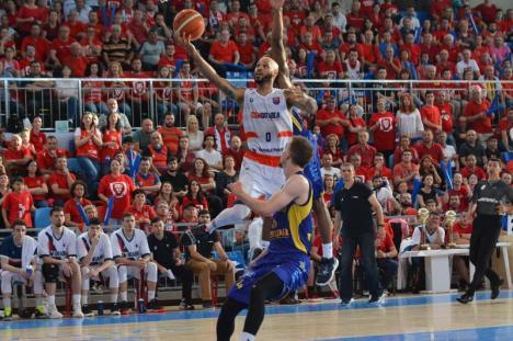 Trofeul se lasă așteptat! CSM Oradea a pierdut meciul 3 cu Sibiul (FOTO)
