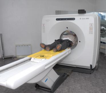 S-a stricat şi computerul tomograf adus din Insula Man la Spitalul Judeţean