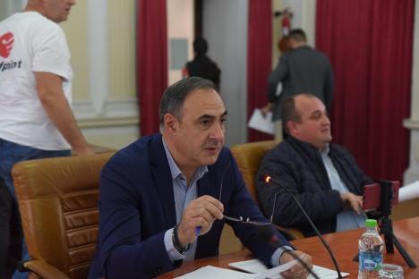 Consiliul Judeţean Bihor se laudă că a câştigat procesul intentat de liberalul Călin Gal pentru adoptarea şi rectificarea nelegală a bugetului pe anul... trecut