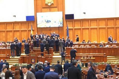 """Război în Camera Deputaţilor: Opoziţia susţine că i-a schimbat pe Dragnea şi pe Iordache de la şefie, Dragnea acuză """"Statul Paralel"""" al lui Iohannis"""