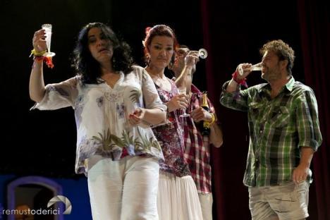 Spectacolul 'Cancun', jucat la Teatrul Regina Maria pentru artiştii aflaţi în dificultate