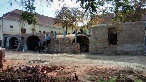 S-a reluat renovarea Castelului Komáromi din Otomani. Valoarea lucrărilor: 500.000 de euro