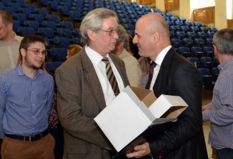 Cine se încumetă? Senatul Universităţii din Oradea îşi va alege luni noul preşedinte