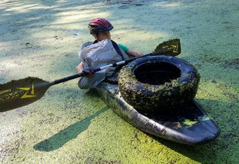Gunoaie 'termale': Lacul Ochiul Mare, din Rezervaţia Peţea, curăţat de mizerii (FOTO)